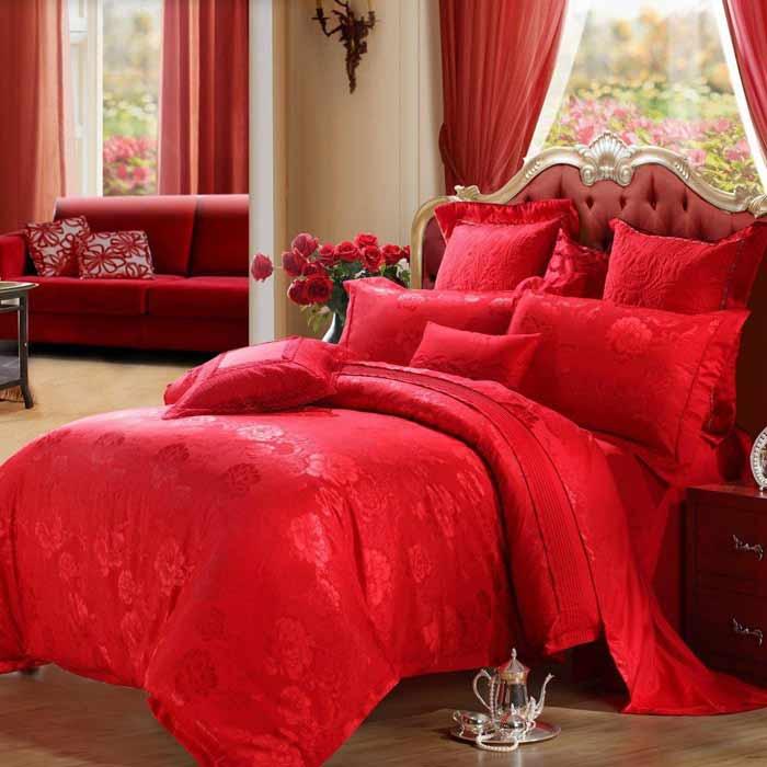 Màu đỏ hay được dùng làm gam màu chính trong các bộ chăn ga